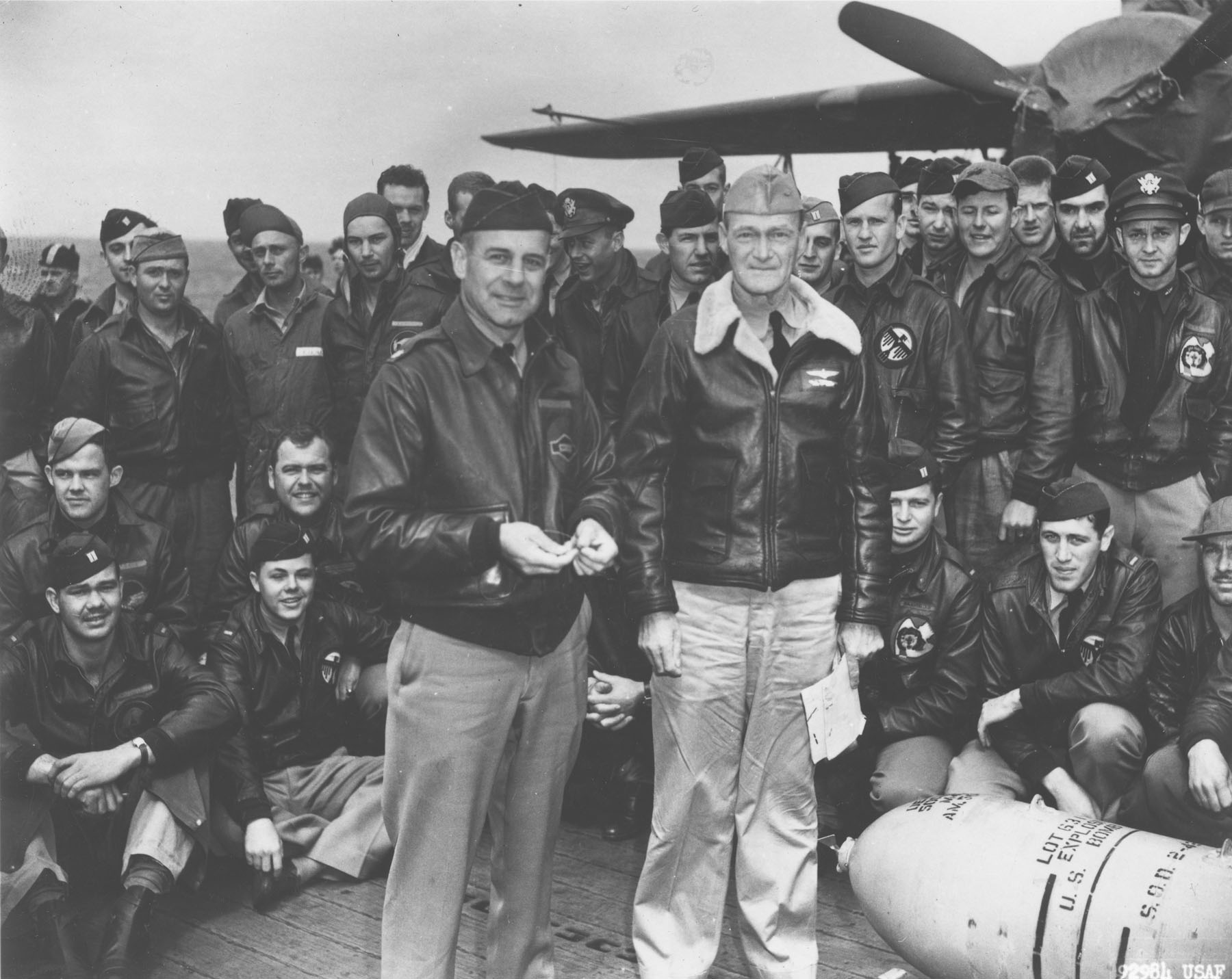 Doolittle Raid, April 1942 - Lieutenant Colonel James H. Doolittle und Captain Marc A. Mitscher mit der US Air Force Freiwilligengruppe